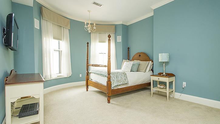 10 Holyoke Bed1