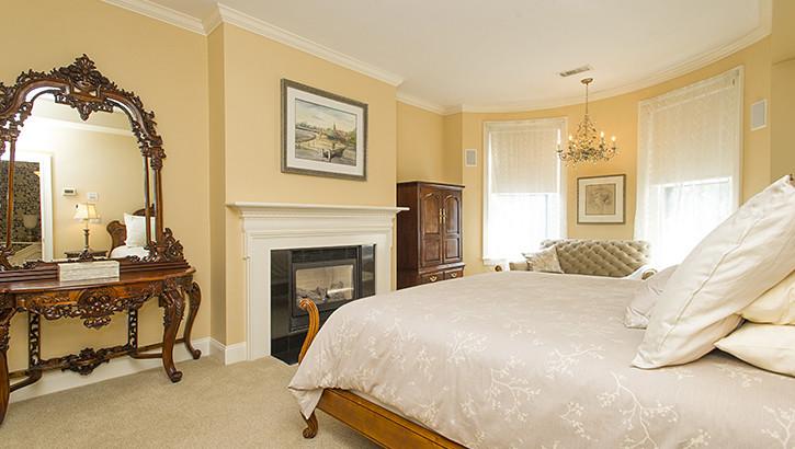 10 Holyoke Bed3