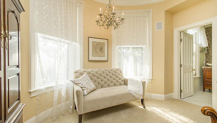 10 Holyoke Sofa